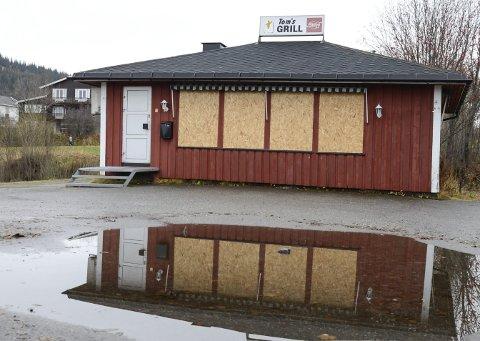 Tom's Grill: Den daværende eieren er av tingretten dømt til et halvt års fengsel for i 2015 selv ha tent på gatekjøkkenet for å få ut forsikringspenger. Foto: Arne Forbord