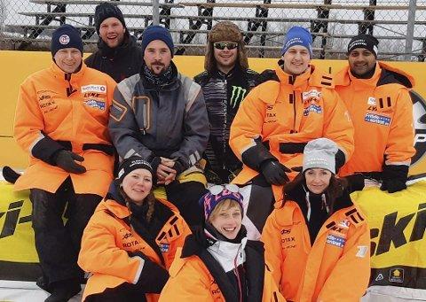 PÅ TUR: Scootercross-teamet fra Bleikvasslia har vært ikke bare på besøk i Canada, de jobbet også som frivillige på ett av verdens største scooterløp. Foto: Privat