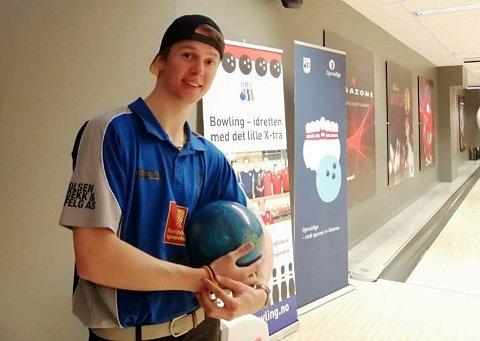 Max Østbergh, Rana bowlingklubb,, slo til med en 4. plass i Norgesmesterskapet i bowling. Så bra har en lokal bowlingspiller aldri prestert.