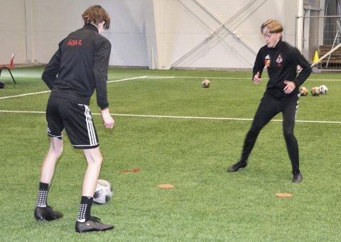 Åga IL prøver å holde oppe aktiviteten så godt som mulig i disse krisetider, men ser at spillere i ungdomsskolealder som allerede var litt lei, fort kan droppe fotballen etter koronaen.