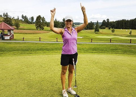 Ingrid Martens fra Tyrifjord Golfklubb, kunne juble etter å ha slått hole-in-one på 1. runde under helgens Østlandstour på Tyrifjord golfbane.