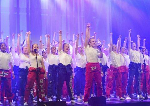 Godt forberedt: Ungdommene som skal delta i årets russerevy har jobbet hardt og gleder seg til å vise folk hva de har laget. De har forberedt alt fra sang og dans, til sketsjer og parodier.