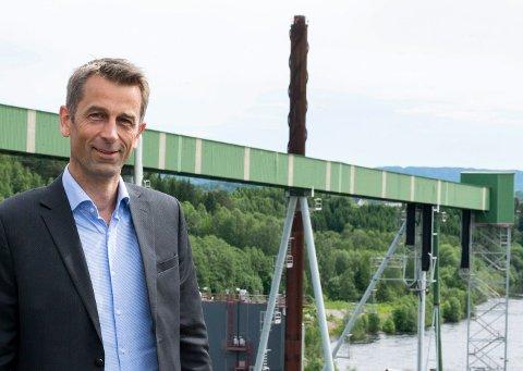 NY FABRIKK: – Dette er første steg mot det som forhåpentligvis blir en fullskala fabrikk på Follum, sier daglig leder Rolf Jarle Aaberg i Treklyngen.