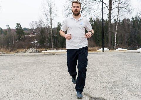 Hans Martin Bjørkevoll har gode råd for å unngå belastningsskader når løpesesongen starter utendørs.