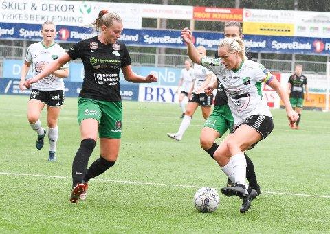 TAP FOR BUNNLAG: Silje Nyhagen scoret på straffe mot Kaupanger, men det holdt ikke til seier.