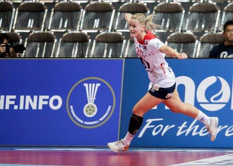 Marit Røsberg Jacobsen jubler under VM-kampen i håndball mellom Slovenia og Norge i Aqua Dome Kumamoto. Foto: Vidar Ruud / NTB scanpix