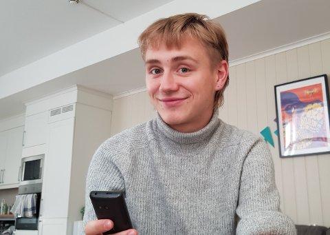 Toivo Terjesen (19) forteller at livet hans har blitt mye bedre, etter at han for to år siden la smarttelefonen på hylla. Begge foto: Toivo Terjesen
