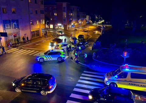 STANSET: Politet fikk etter hvert kontroll på råkjøreren i krysset ved Lillestrøm kirke.