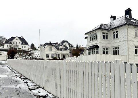 Tegn på nyrikdom: Flere steder i byen er preget av herskapelige trehus bygget av penger fra hvalfangst, som her i Hystadveien. Foto: Per Langevei