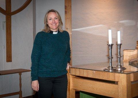 Bugården kirke skal oppgraderes etter mange års bruk. Nå gleder Linn seg til bedre lyssetting i kirkerommet.