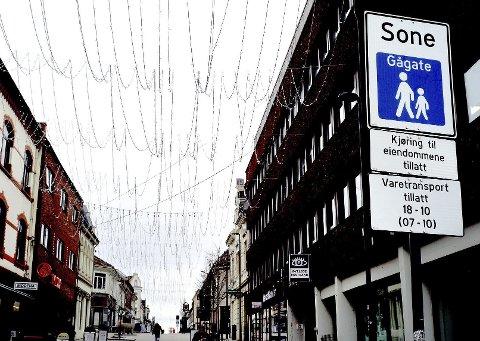 RESPEKT: Jan E. Granath etterlyser respekt for skiltingen i St. Marie gate. Foto: Jarl M. Andersen
