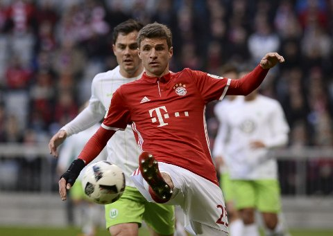 Football Soccer - Bayern Munich v Wolfsburg - German Bundesliga - Allianz Arena, Munich, Germany - 10/12/16 - Bayern Munich's Thomas Mueller in action  REUTERS/Lukas Barth. DFL RULES TO LIMIT THE ONLINE USAGE DURING MATCH TIME TO 15 PICTURES PER GAME. IMAGE SEQUENCES TO SIMULATE VIDEO IS NOT ALLOWED AT ANY TIME. FOR FURTHER QUERIES PLEASE CONTACT DFL DIRECTLY AT + 49 69 650050