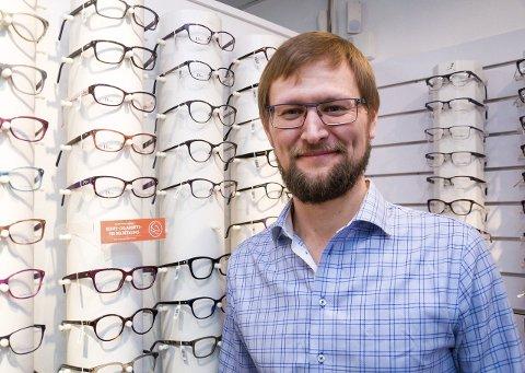 d1b3e684cbf6 NY SJEF  Optiker Jan-Magnus Haugen (40) har overtatt som butikksjef hos