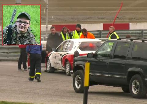 BILBRANN: Båstingen Marius Myhrer Svendsen (17) ble mer forbannet over brannen i sin Toyota Corolla under lørdagens NM-runde på Momarken enn redd. – Det har vært problemer med bilen i hele år, sier Marius.