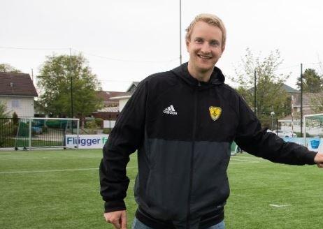 Daglig leder i Sola FK, Morten Wiik Larsen, er svært glad over at barn og unge igjen kan spille fotball sammen.