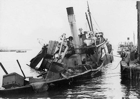 Foto av eksplodert «Inna» ved Pool Harbour. Tilhører Sverresborg Trøndelag Folkemuseum