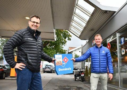 HÅPER: Sigurd Juvik (til venstre) har knapt opplevd lignende påmelding til cupene sine som i år. Her i forbindelse med en ny sponsoravtale.
