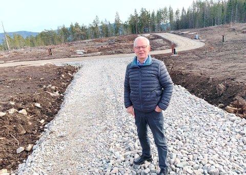 NYE BOLIGER KOMMER: På dette stedet, Solvegen, skal det i løpet av året bli nye boliger, lover ordfører Kjell Sølverød.