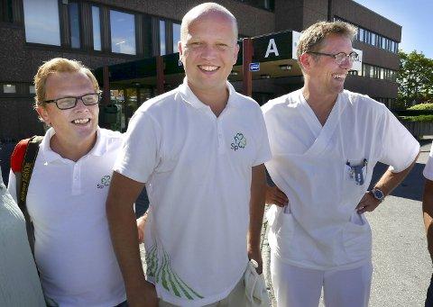 Sp-partileder Trygve Slagsvold Vedum besøkte Kristiansund sykehus og hadde tett dialog med både Ken Alvin Jensen (til venstre) og Ralph Herter i 2017. Partiet ser ut til å gå mot et brakvalg på store deler av Nordmøre.