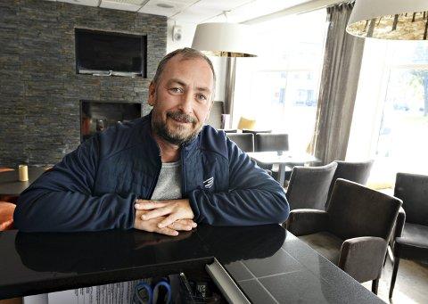 Grand old man: Stig Rovik er trolig den på Nordmøre som har holdt på lengst som DJ. Lørdag feirer han 30-årsjubileum – hos Bar å Sånn.