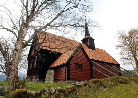 Fortidsminneforeningen vil at de unge skal bli kjent med Kvernes stavkirke.