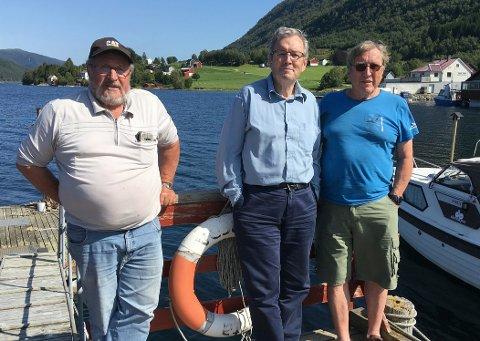 Magne Bøe (frå venstre) og Bernt Bøe – begge frå Bøfjorden Historielag – samarbeider med Jan Louis Myklebust i «Framnæs' Venner» om ein maritim dag i Ilabukta på Bølandet og har rike tradisjonar å bygge på.