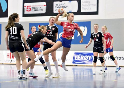 Sterk seier: Trine Merethe Rød scoret tre mål da Vikhammer ble slått på hjemmebane. Foto: Marek Solanski