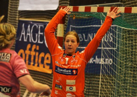 LEVENDE VEGG: Vivi Storvang slapp inn kun fire mål i første omgang.
