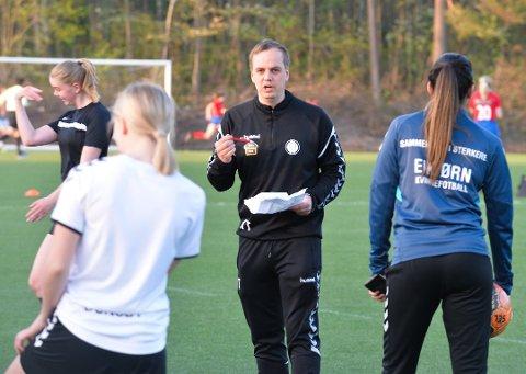 FORTSETTER ALENE: Eik Tønsberg satser heretter på eget kvinnelag i fotball. Målet er opprykk, og Kim Thomassen fortsetter som trener.