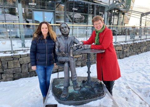 OPTIMISTER: Ellen Eriksen og Kathrine Kleveland mener det er viktig å sikre Jahn Teigens gjenstander, slik at minnet til nasjonalskatten holdes levende i fødebyen Tønsberg.