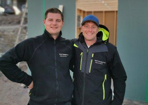 UTLEIE: Edvinas Bartusevicius (33) og Bjørn Kent Mørdre (32) ønsker å spre båtglede i sommerbyen.
