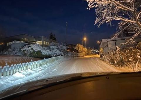 Boliggata i Tromsø er for trang for to biler, men kommunen avviser enveisregulering.