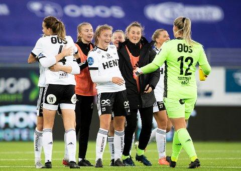 OSLO, NORGE 20201018.  Rosenborgs Sara Kanutte Fornes  (t.v.) scorer på overtid og utligner til 1-1,  under kampen mellom Vålerenga og Rosenborg på Intility Arena Foto: Berit Roald / NTB