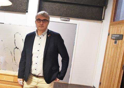 GOD RESPONS: Kommunedirektør Tor Jakob Reitan skryter nok en gang av innbyggerne som har holdt seg alene og hjemme sist helg. Det han ikke er like imponert over er måten de smittede omtales på i ulike kanaler.