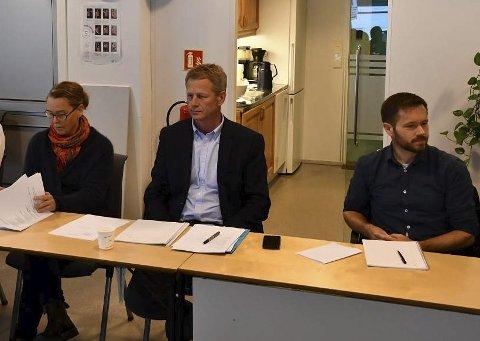 Xtra-lista: Tove Hage Aargaard, Knut Aall og Jan Roger Ekedal uttrykte bekymring over kommunens økonomi på kommunestyremøtet i forrige uke. Koronasituasjonen gjør ikke situasjonen bedre, mener de.