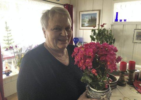 Takker: Gunn Bjørgo får avisas juleglede fordi hun gjennom mange, mange år har gledet de eldre på Sør-Aurdals heimen med trekkspillmusikk.