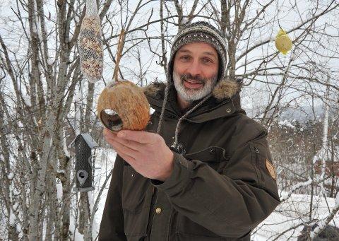 FUGLEKJENNER: Eric Roualet på en fôringsplass i Hakadalsfeltet.