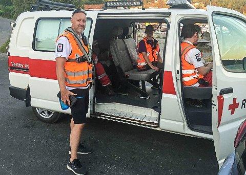 Strandsøk: Mannskaper fra Røde Kors Hjelpekorps står sentralt i søket i fjæra fra Fagerstrand og sørover. Foto: Tor-Arne Dunderholen