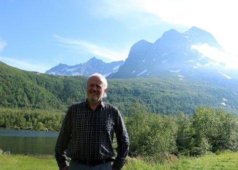 Evig kjærlighet: Arve Husby kom til Innerdalen for første gang for over førti år siden. Fjellene i rundt, og spesielt Skarfjellet i bakgrunnen, har fascinert han siden den gang.