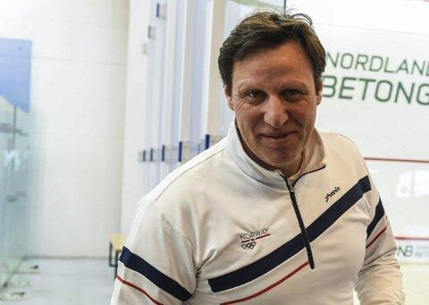 Aktiv: Tom Tvedt deltok like gjerne i squash-NM da han var i Bodø i helgen.Foto: Fredrik Stenbro