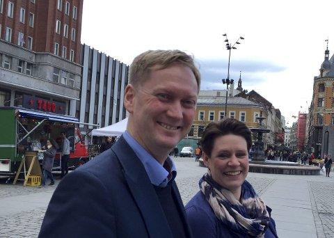 Handler om å gi og ta: Marte Mjøs Persen er Aps ordførerkandidat, men posten er ikke så viktig for Ap at Harald Schjelderup og partiet ikke kan ofre den for å få byrådsmakten av sentrumspartiene. FOTO: GEIR KVILE