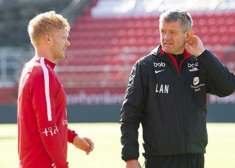 DELER UT ROS: Både Sivert Heltne Nilsen og trener Lars Arne Nilsen hyller Branns to eldste spillere.ARKIVFOTO: ARNE RISTESUND