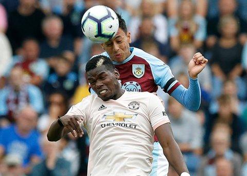 Manchester United og Paul Pogba har en tøff bortekamp mot West Ham lørdag formiddag. (Martin Rickett/PA via AP)