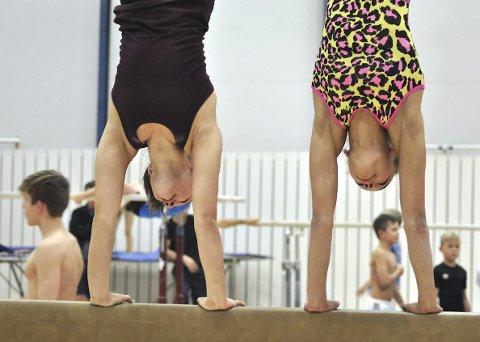 Sara og Julie tok med seg fem medaljer fra NM tidligere i september. Nå trener de mot VM – og forhåpentligvis OL.