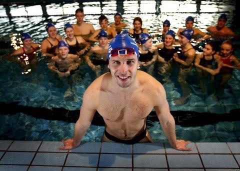 Borte, men ikke glemt. Alexander Dale Oen er den desidert største svømmestjernen fra Norge noensinne. Her i 2008, med klubbvenner. Han gikk bort i 2012.