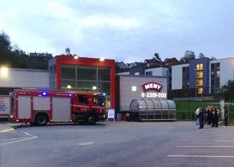 Det brant i en panteautomat på Meny i Dolviken på Søreide torsdag kveld.