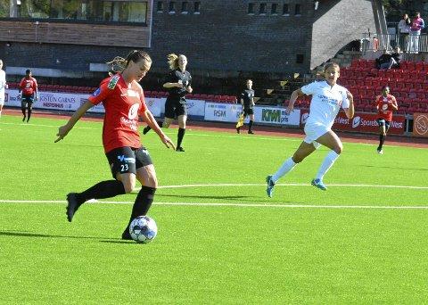 Milica Mijatovic scoret sitt femte mål med en sylfrekk lobb da hun førte Arna-Bjørnar i ledelsen mot Stabæk.