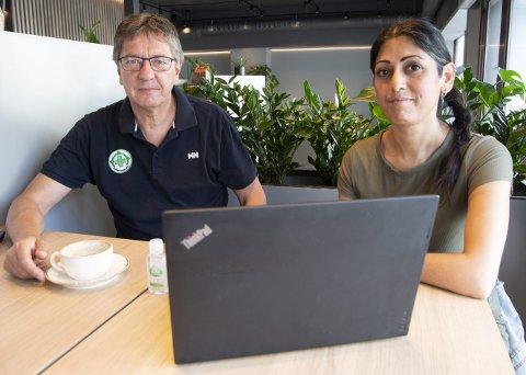 SAMLER INN: Jorge Dahl i Folkehjelpen og Fauzia Hussain-Wiik vil samle inn PC-er til fattige. FOTO: ARNE RISTESUND