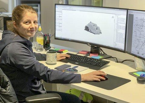 Åsne Takle Eide på hjemmekontoret, hvor hun er sivilingeniør i Norconsult.
