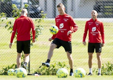 Jon-Helge Tveita (midten) har fått lite spilletid denne sesongen.